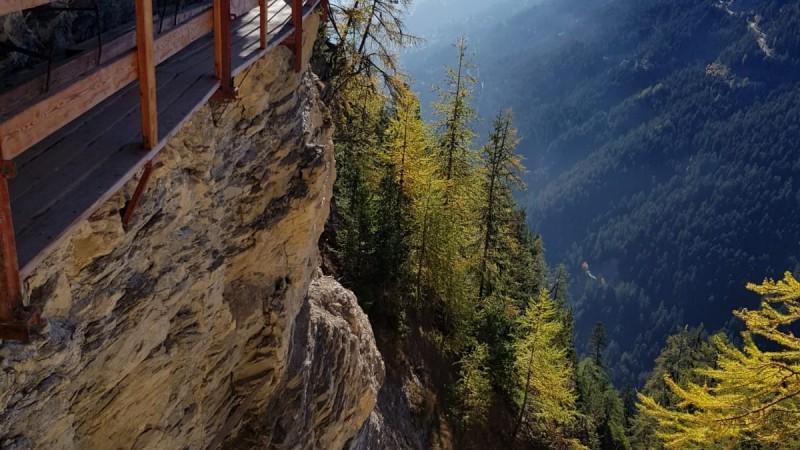 bisse automne randonnee splendide crans montana